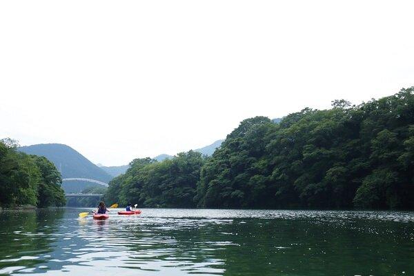 04-02_canoe.jpg